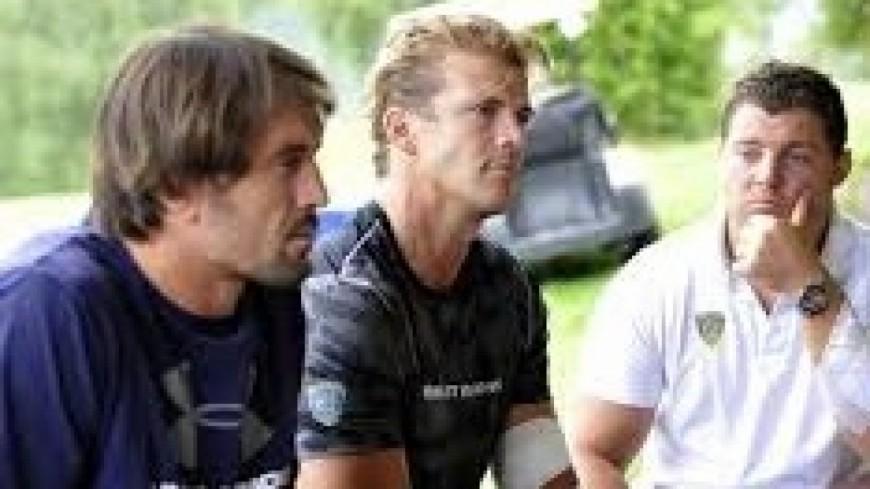 Les joueurs de l'ASM de Clermont d'Auvergne passent devant le tribunal