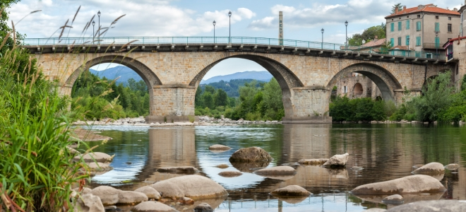 Un homme fuit la police en plongeant dans la rivière, il est repêché en hypothermie